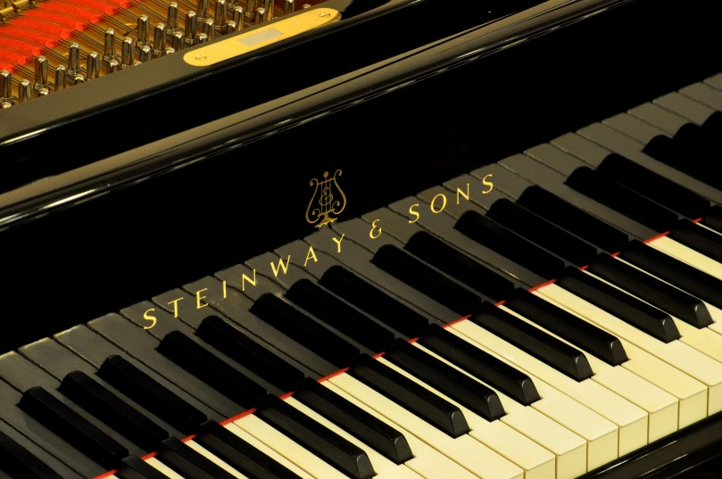 my perfect piano founded by louis spencer smith showroom pristine hamburg steinway sons. Black Bedroom Furniture Sets. Home Design Ideas